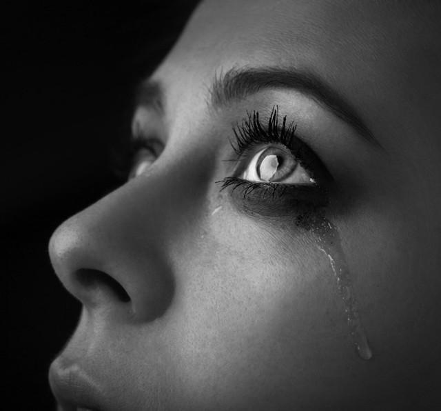 失恋から立ち直る方法|泣く
