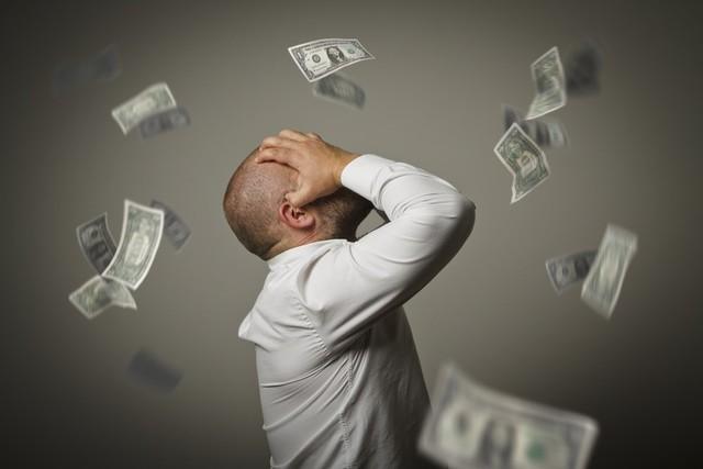 夫婦生活の悩みは年収の低さ