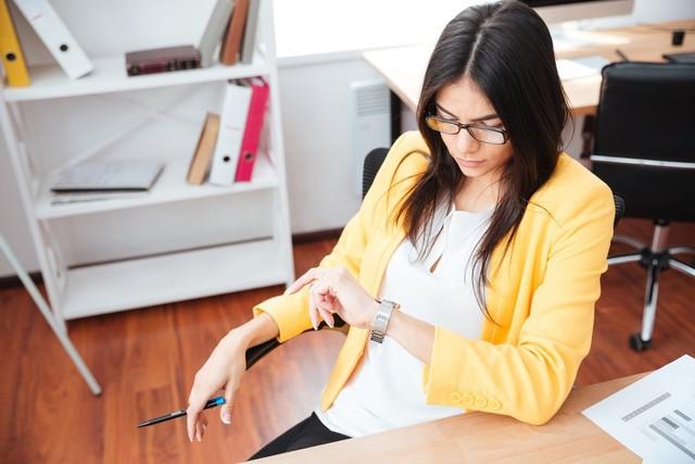 仕事運アップアイテムはメガネと時計