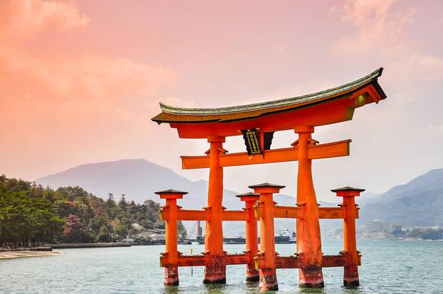 広島のパワースポット宮島!竜宮城を想わせる美しい厳島神社
