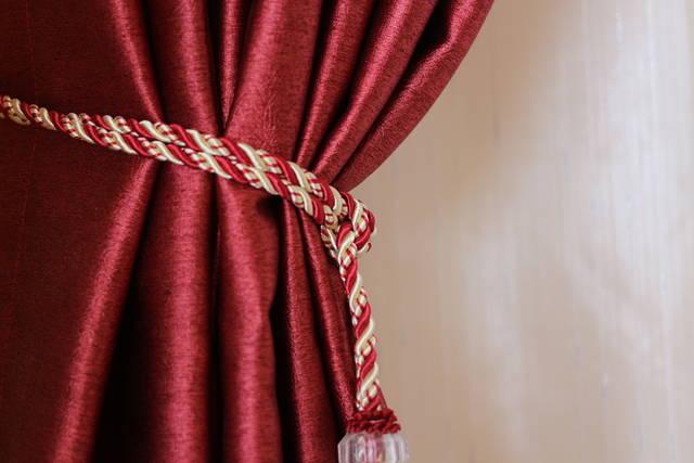 カーテンが部屋に運気を呼ぶ!風水五行に基づくカーテンの色と柄選び