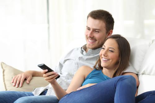 彼に結婚したいと思わせる方法3|幸せな結婚の映画やドラマを一緒に見て結婚したいと思わせる