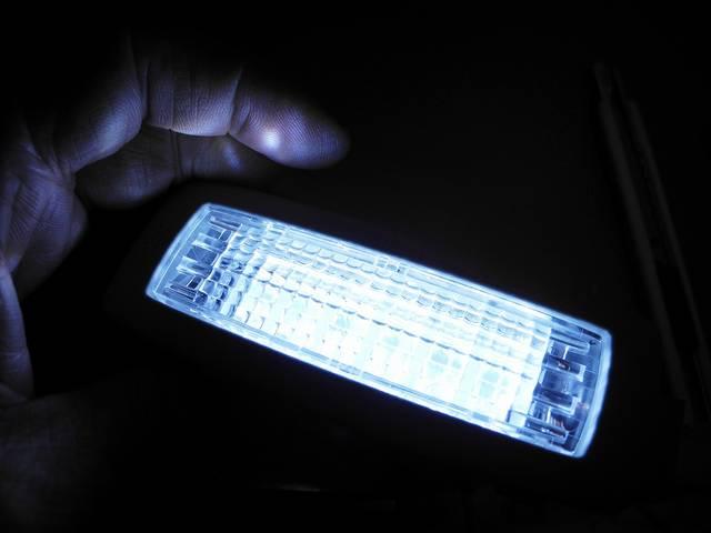 カンタンにクルマ弄りなら まずは内装LEDからですかね・・