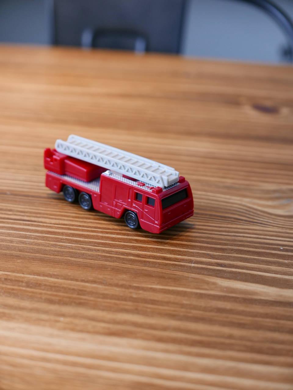 トミカがもらえるハッピーセット買ってみた!車好きならマックへGOですよ!