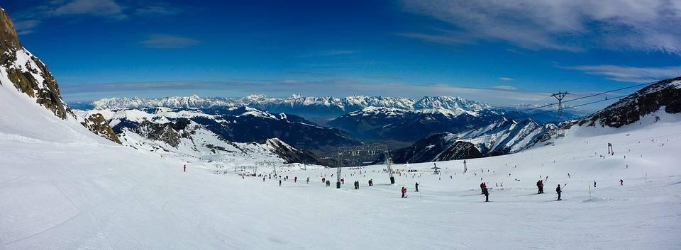 【今さら聞けない!】クルマでスキー場へ行ってみたいけど、何が必要なの?