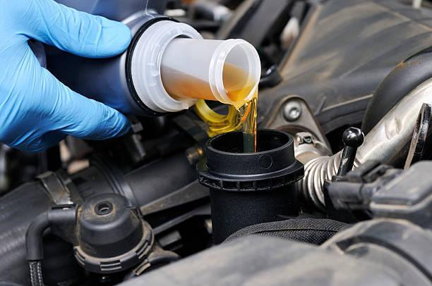 エンジンオイルってそもそもナニ? 粘度や交換時期、種類を知って燃費も節約しちゃおう!