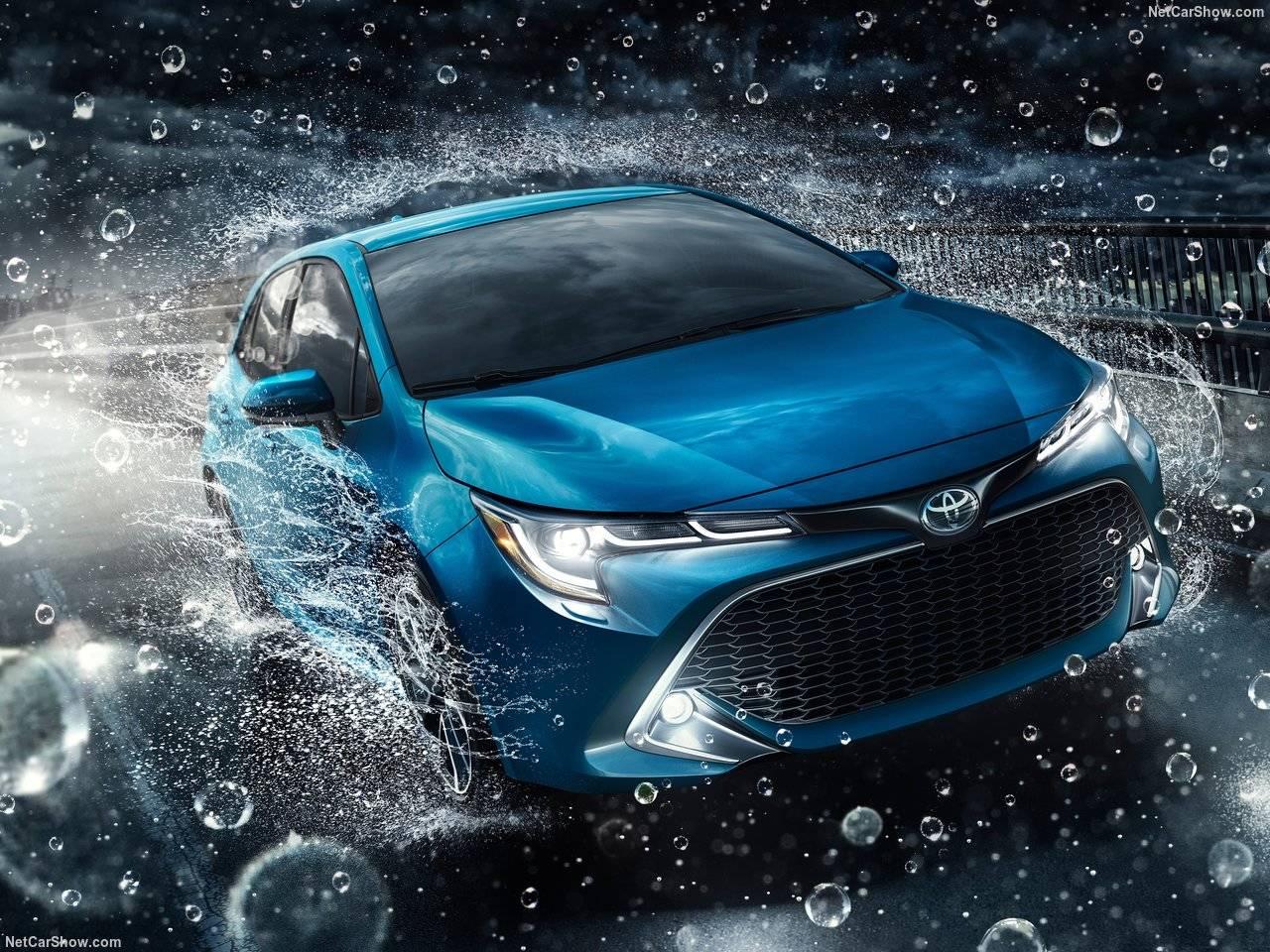 トヨタがカローラスポーツを発表!デザイン、パワートレーン等はいかに!?オーリスとの違いは?