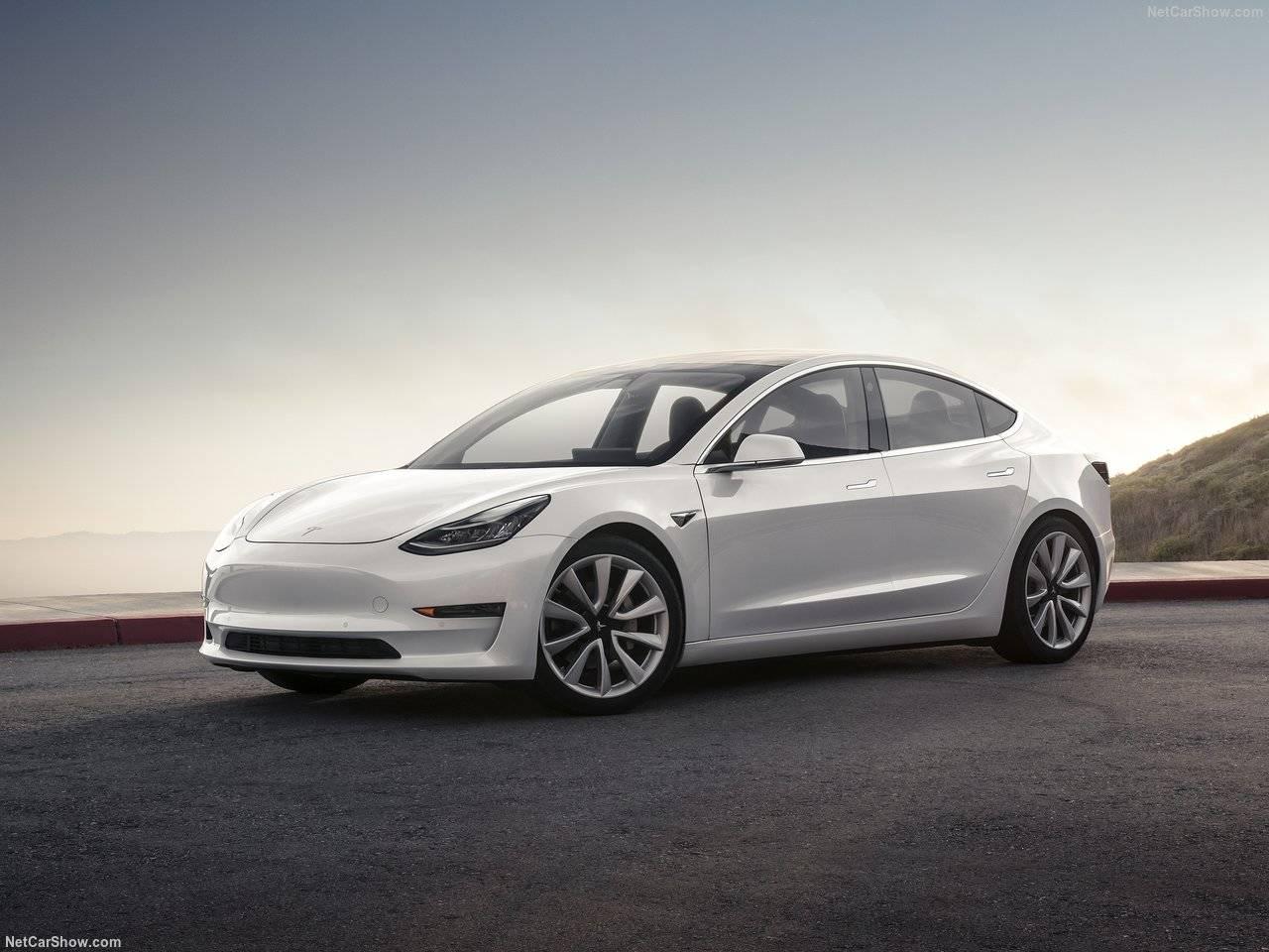 テスラから新モデルが投入決定!モデル3のデザイン・性能・価格等を検証します。予約は、テスラジャパンで開始!