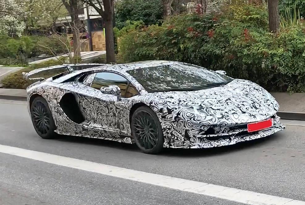 ランボルギーニ「イオタ」が復活?!  アヴェンタドール SV後継モデルが2018年秋に公開か
