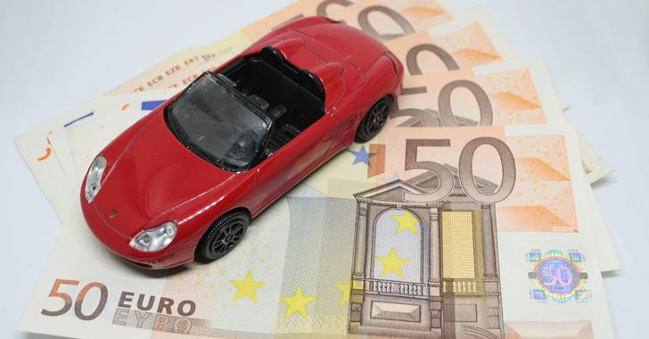 自動車保険料の平均相場を徹底比較。20代、30代、40代の年代別の保険料相場