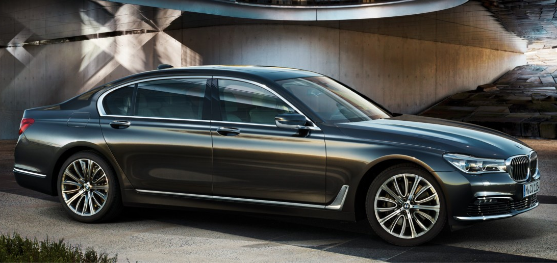 BMW「7シリーズ」が変わる!前後デザインを大胆イメチェン。