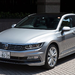 VW「パサートGTE」改良新型を初キャッチ!「座いす」型?テールライト光った!