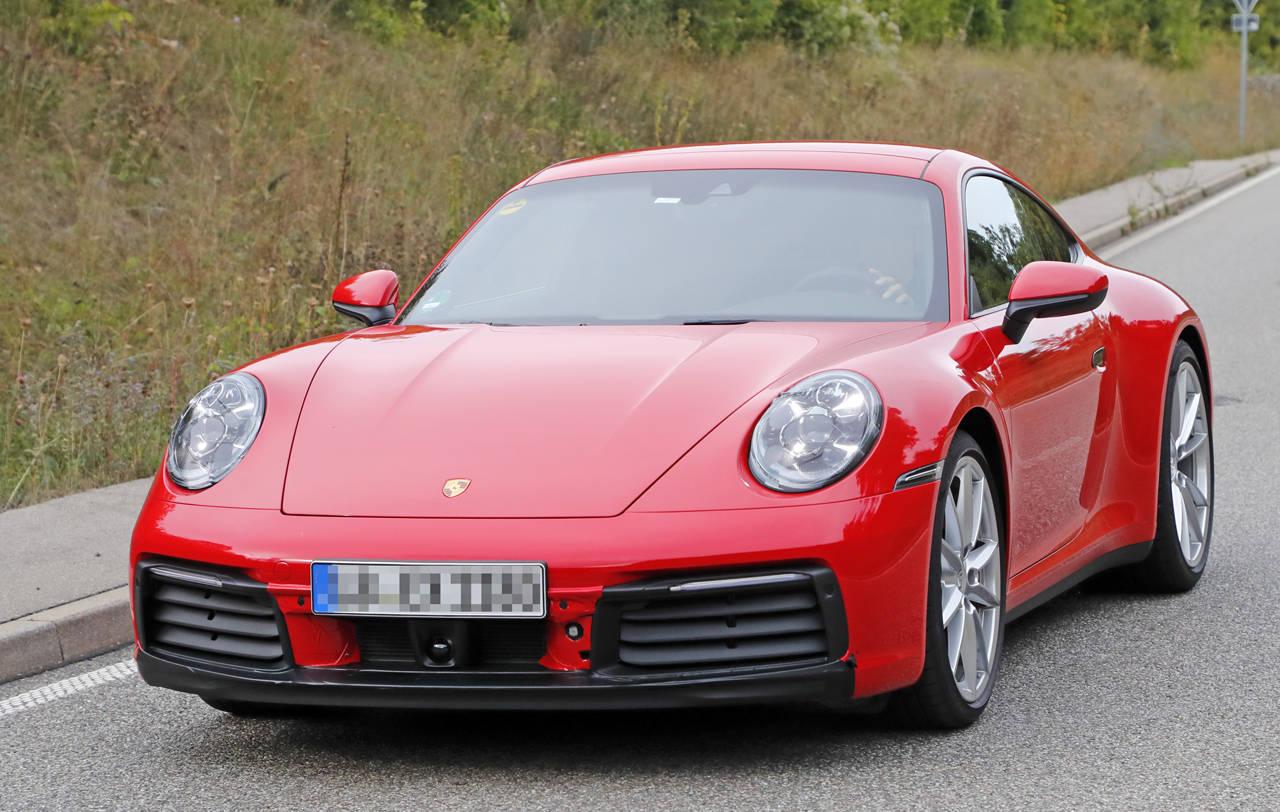ポルシェ「911」新型、今度は赤い「S」がフルヌードで正式公開前に出現!