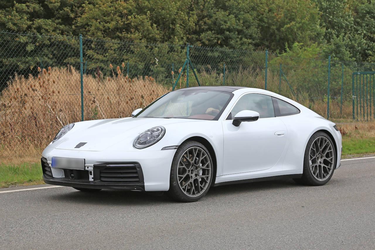 ポルシェ「911」新型のボディーはホワイト!アクティブシャッター&新開発ブレーキキャリパー装備!