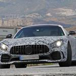 メルセデス「AMG GT-R」最強の「ブラックシリーズ」を初スクープ!レクサス風クワッドエキゾーストパイプ装着か?
