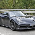 ポルシェ「911ターボ・カブリオレ」新型をルーフ初オープンで目撃!
