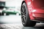 タイヤの溝は大丈夫ですか?各メーカーが面白い新作を発表!