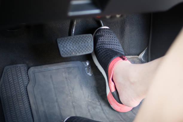 アクセルブレーキペダル踏み間違い事故を防ぐ!後付け可能な「ペダルの見張り番」が販売好調!