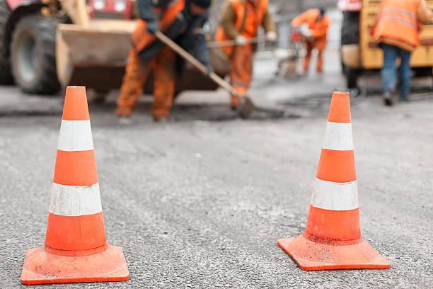 高速道路の集中工事、どうして必要なのか?工事エリア走行時の注意点は?