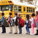 大型車のドライバー不足から、アリゾナ州ではスクールバスの運転距離が長くなり、学校に遅刻する生徒が続出しているんだって