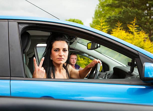 英国のドライバーは4キロに1回、運転中に毒づく。イスラエルのドライバーは過去1年間に1度はあおり運転を目撃。いずこも一緒?