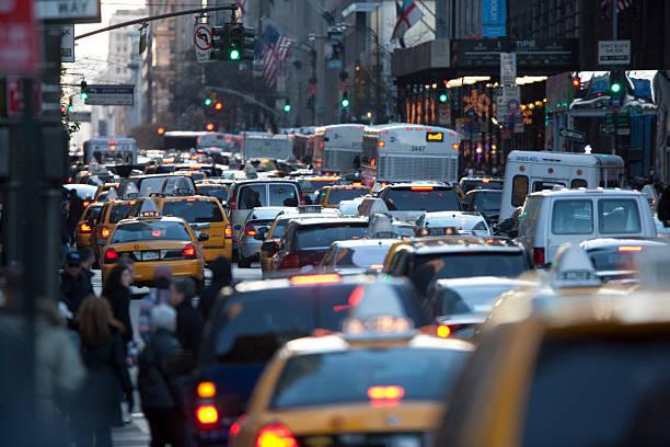 ラッシュアワーのニューヨーク市の様子