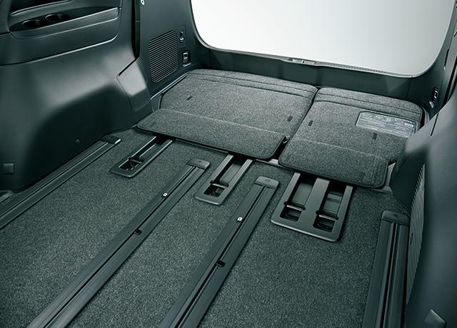 電動床下格納機能付サードシート