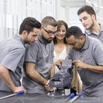 ポルシェが雇用市場のために難民の資格取得を支援
