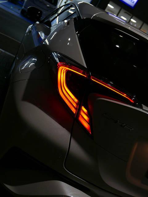 【速報!】トヨタC-HR(CHR)ソッコー見てきた!シルバー以外もカッコイイ! | ワンダー速報 (3271)