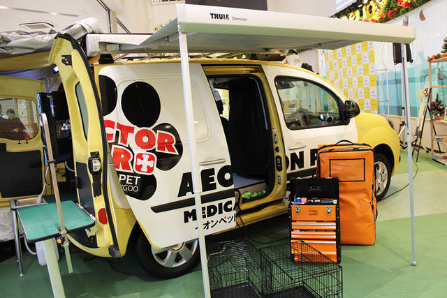 Renault Japon | Official Web Site | イオンペットとルノー・ジャポンのコラボレーションから、ペット専用の「ドクターカー」が誕生! (3752)