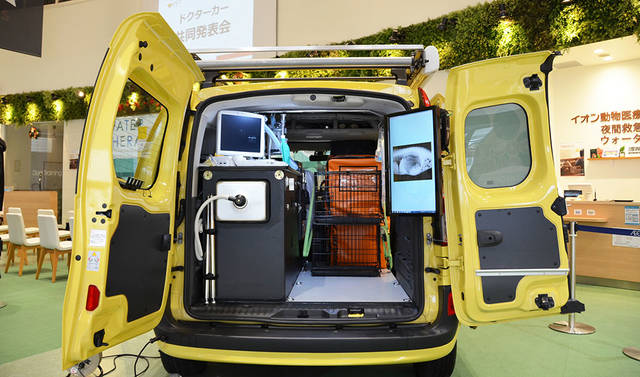 Renault Japon | Official Web Site | イオンペットとルノー・ジャポンのコラボレーションから、ペット専用の「ドクターカー」が誕生! (3753)