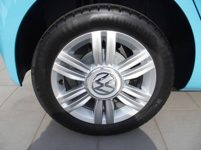 装着されているタイヤは185 55R15 コンチネンタル