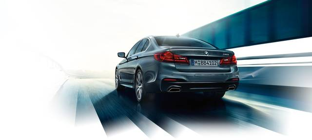 BMW 5シリーズ セダン:ドライビング ダイナミクスと効率の追求 (18874)