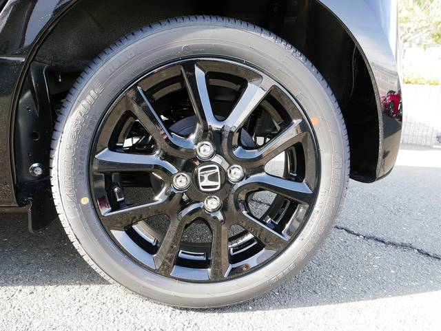 装着されているタイヤは165/55R15 ブリヂストン...