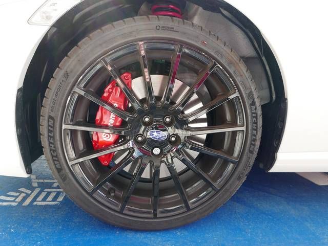 BRZ STi Sportのタイヤは前後共通 215/...