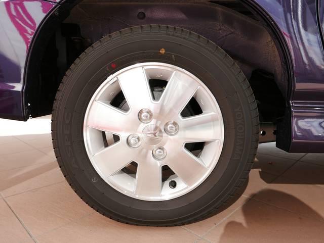 ダイハツ アトレーワゴンに装着されるタイヤは165/6...