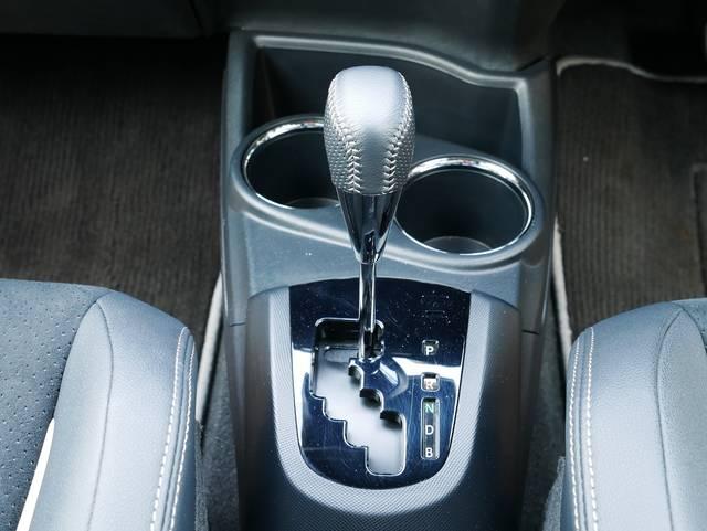 トランスミッションは電気式無段変速のみの設定