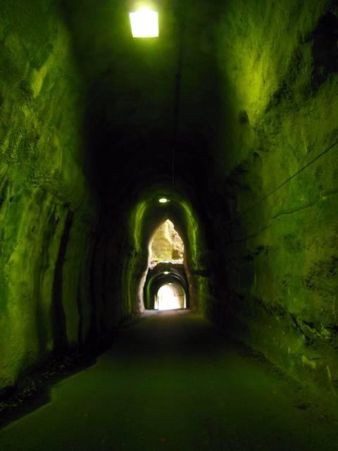 向山トンネル 内部