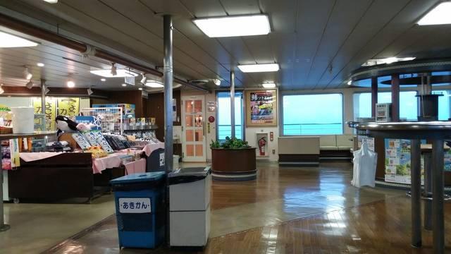 東京湾フェリーの船内