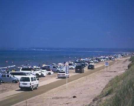 シーズン最中の千里浜なぎさドライブウェイ