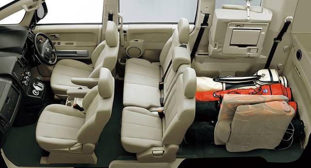 エクステリア・インテリア | デリカD:5 | 乗用車 | カーラインアップ | MITSUBISHI MOTORS JAPAN (44469)