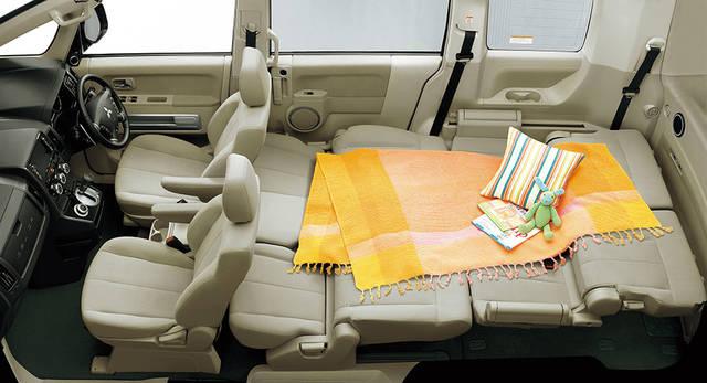 エクステリア・インテリア | デリカD:5 | 乗用車 | カーラインアップ | MITSUBISHI MOTORS JAPAN (44470)