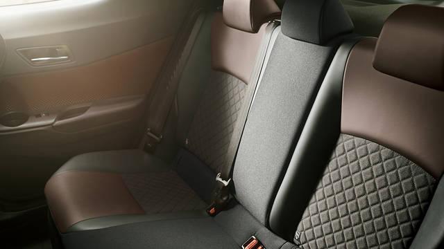 トヨタ C-HR | 室内 | コンフォート | トヨタ自動車WEBサイト (46091)