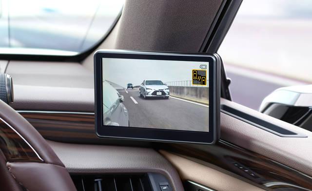 カメラが捉えらた映像を車内設置のモニターに出力
