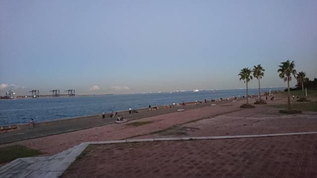 ボードウォークエリアから東京湾を望む