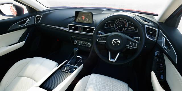 【MAZDA】アクセラ コクピット - 理想のドライビングポジションが安全・安心につながる (48550)