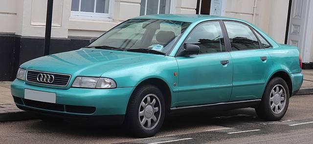 アウディ「A4」初代モデル(1994年〜2001年)