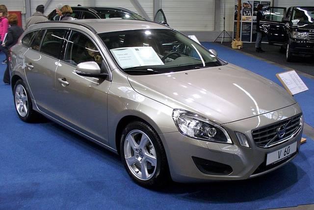 v60 初代モデル(2010年〜2018年)