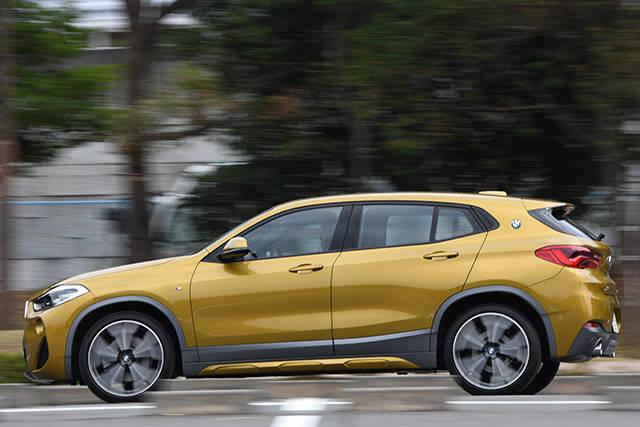 カーオブザイヤー・インポート BMW X2