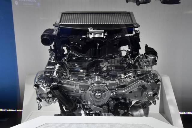アセントに積まれているFA24型エンジン。エンジン上部...
